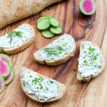 Сыр козий с травами ТМ Soignon (125 г)