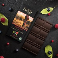 Шоколад Cachet Dark Chocolate Forest Fruits Organic 57% (100 г)